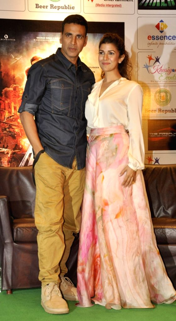 Actors Akshay Kumar and Nimrat Kaur during promotion of their upcoming film`Airlift` in Kolkata, on Jan 14, 2016. - Akshay Kumar and Nimrat Kaur