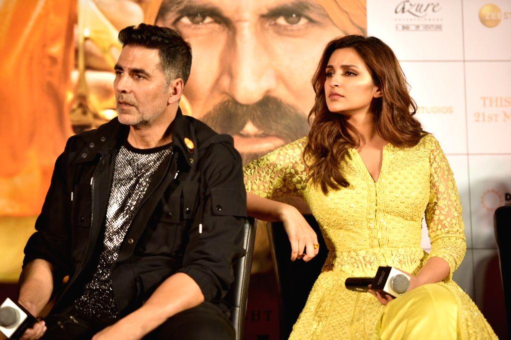 """Actors Akshay Kumar and Parineeti Chopra at a press conference of their upcoming film """"Kesari"""" in Mumbai, on March 15, 2019. - Akshay Kumar and Parineeti Chopra"""