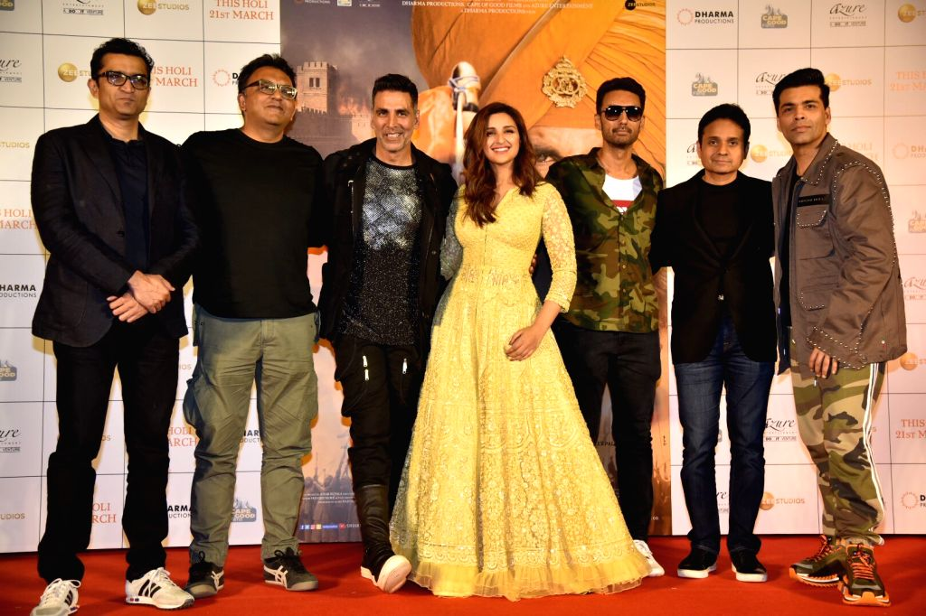 Actors Akshay Kumar and Parineeti Chopra with director Anurag Singh and producers Karan Johar, Sunir Kheterpal, Apoorva Mehta and at a press conference of their upcoming film ... - Anurag Singh, Akshay Kumar, Parineeti Chopra, Karan Johar and Apoorva Mehta