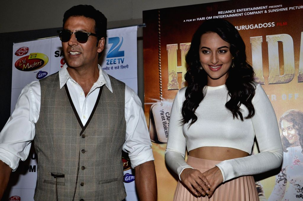 Actors Akshay Kumar and Sonakshi Sinha during the promotion of their upcoming film Holiday on the sets of Zee TV`s  reality show Dance India Dance Little Master Season 3 in Mumbai on  21st April 2014 (Photo: IANS) - Akshay Kumar and Sonakshi Sinha