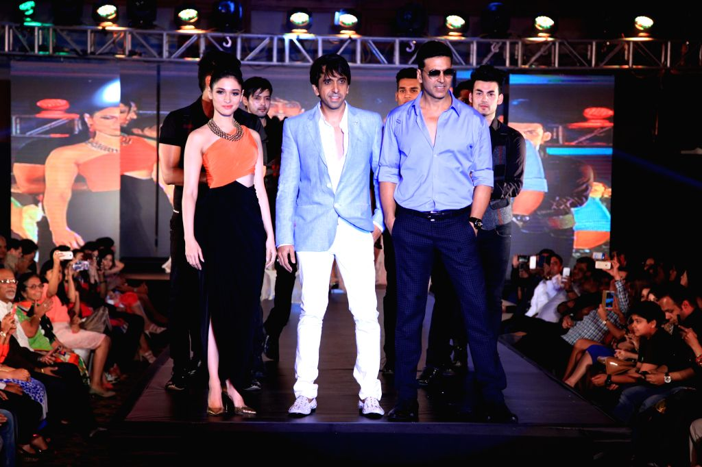 Actors Akshay Kumar and Tamannaah walk the ramp during the promotion of film Entertainment in Bengaluru on August 5, 2014. - Akshay Kumar and Tamannaah