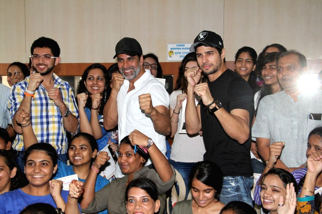 Actors Akshay Kumar, Sidharth Malhotra and Yuva Sena chief Aditya Thackeray during the graduation day of a self-defence academy in Mumbai, on Aug 17, 2015. - Akshay Kumar, Sidharth Malhotra and Yuva Sena