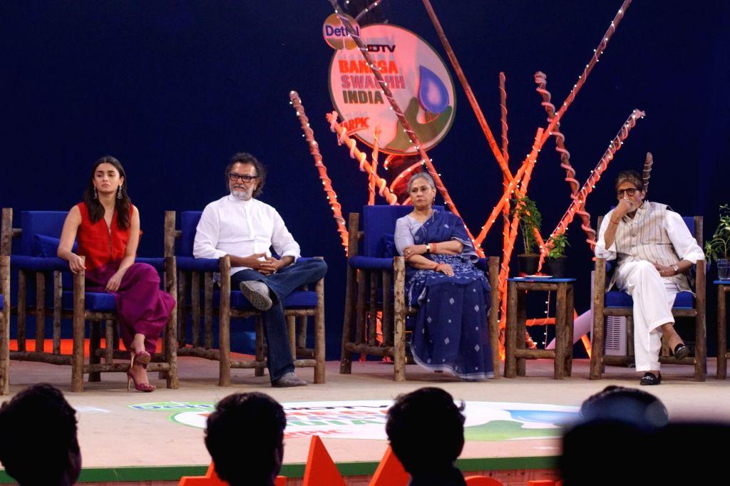 "Actors Alia Bhatt, Amitabh Bachchan, Jaya Bachchan and Director Rakesh Omprakash Mehra at ""Rashtriya Swachhta Diwas"" in Mumbai on Oct 2, 2017. - Alia Bhatt, Amitabh Bachchan, Jaya Bachchan and Director Rakesh Omprakash Mehra"