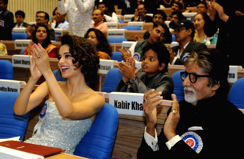 Actors Amitabh Bachchan and Kangana Ranaut who received best actor and best actress award respectively during the 63rd National Film Awards ceremony at Vigyan Bhawan  in New Delhi, on May ... - Amitabh Bachchan and Kangana Ranaut