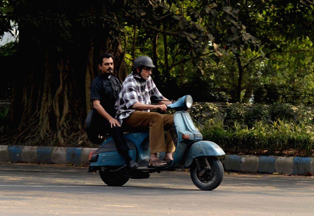 Actors Amitabh Bachchan and Nawazuddin Siddiqui during the shooting of their upcoming film in Kolkata on Nov 29, 2015. - Nawazuddin Siddiqui