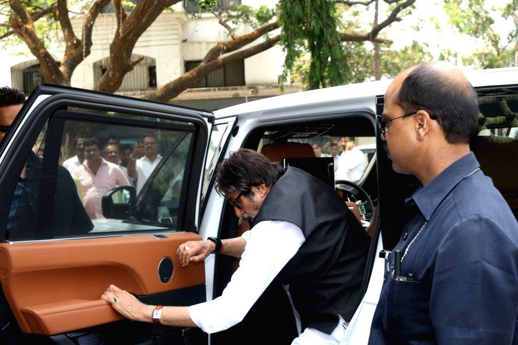 Actors Amitabh Bachchan during the Prayer meet of Aishwarya Rai Bachchan's father Krishnaraj Rai in Mumbai on March 30, 2017. - Amitabh Bachchan, Aishwarya Rai Bachchan and Krishnaraj Rai