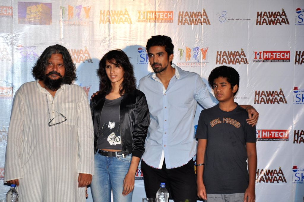 Actors Amole Gupte, Saqib Saleem, Pragya Yadav and others during a programme organised to promote their upcoming film 'Hawaa Hawaai' in Gurgaon on May 7, 2014. - Amole Gupte, Saqib Saleem and Pragya Yadav