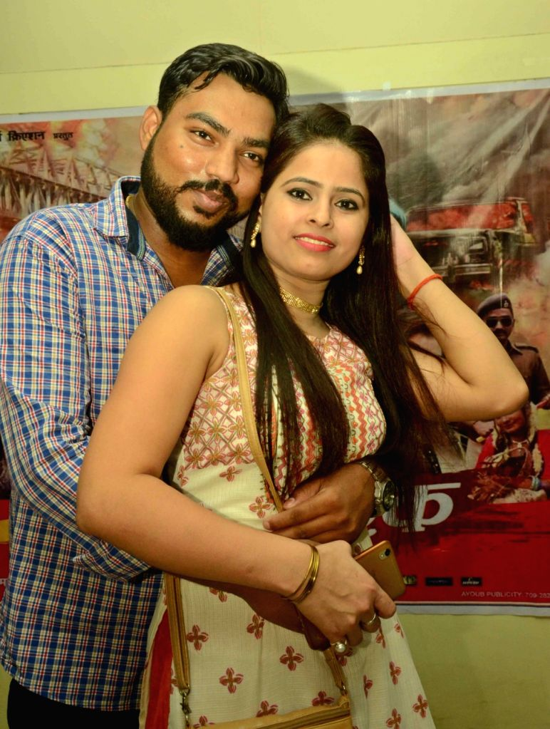 """Actors Anand Gupta and Jara Parbin during the premiere show of Bhojpuri film """"Ab Hoi Jung E Ishq"""" in Patna on July 7, 2017. - Anand Gupta and Jara Parbin"""