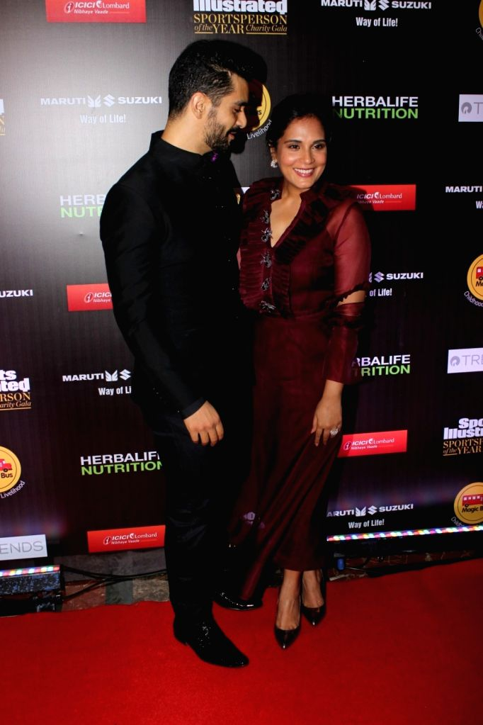Actors Angad Bedi and Richa Chadda Taapsee Pannu during Sports Illustrated award ceremony in Mumbai, on July 6, 2017. - Angad Bedi and Richa Chadda Taapsee Pannu