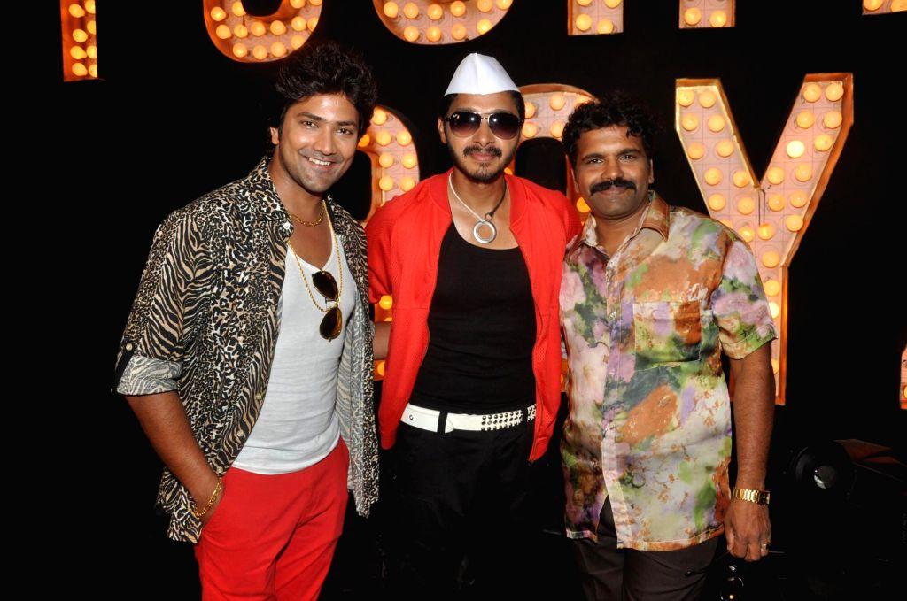 Actors Aniket Vishwasrao, Hrishikesh Joshi, Shreyas Talpade during the promotional song shoot of upcoming Marathi film Poshter Boyz  in Mumbai on May 6, 2014. - Aniket Vishwasrao, Hrishikesh Joshi and Shreyas Talpade