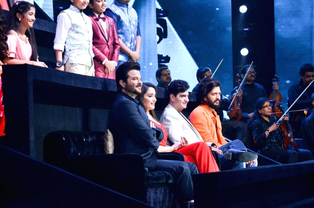 "Actors Anil Kapoor, Madhuri Dixit and Riteish Deshmukh with director Indra Kumar on the set of ""Sa Re Ga Ma Pa Lil Champs"" during the promotion of their upcoming film ""Total ... - Indra Kumar, Anil Kapoor, Madhuri Dixit and Riteish Deshmukh"