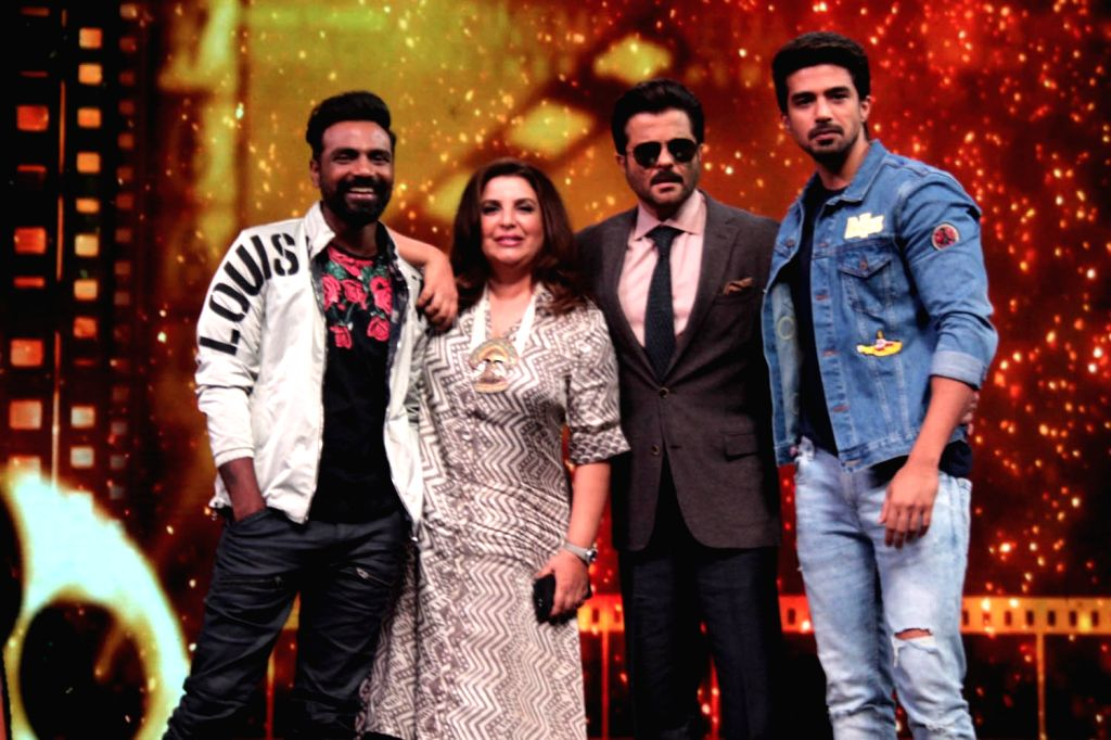 Actors Anil Kapoor, Saqib Saleem, director Remo D'Souza along with choreographer-filmmaker Farah Khan during the promotion of their upcoming film Race 3 on the sets of Dance India Dance Li'l ... - Remo D, Anil Kapoor, Saqib Saleem and Farah Khan