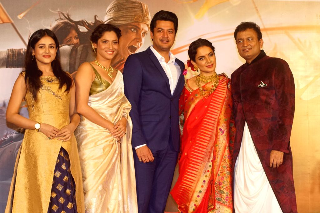 "Actors Ankita Lokhande, Kangana Ranaut and Jisshu Sengupta at the trailer launch of their upcoming film ""Manikarnika: The Queen of Jhansi"" in Mumbai on Dec 18, 2018. - Ankita Lokhande, Kangana Ranaut and Jisshu Sengupta"