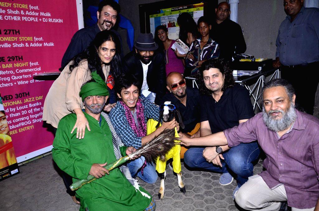 Actors Anshuman Jha ,Asif Basra ,Yoshika Verma ,filmmaker Janaki Vishwanathan with celebs during the music launch of  film `Yeh Hai Bakrapur`  in Mumbai on 21st April 2014 - Anshuman Jha and Yoshika Verma