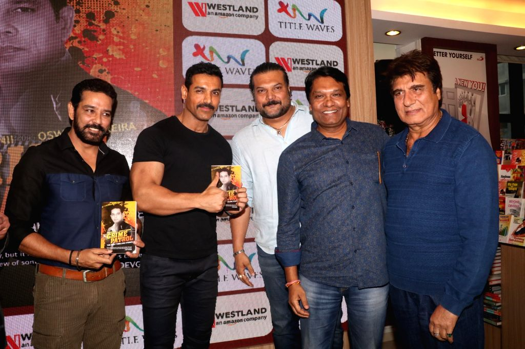 """Actors Anup Soni, John Abraham, Dayanand Shetty, Aditya Srivastava and Raj Babbar during the book launch """"Crime Patrol - The Most Thrilling Stories"""" in Mumbai on Jan 19, 2019. - Anup Soni, John Abraham, Dayanand Shetty, Aditya Srivastava and Raj Babbar"""