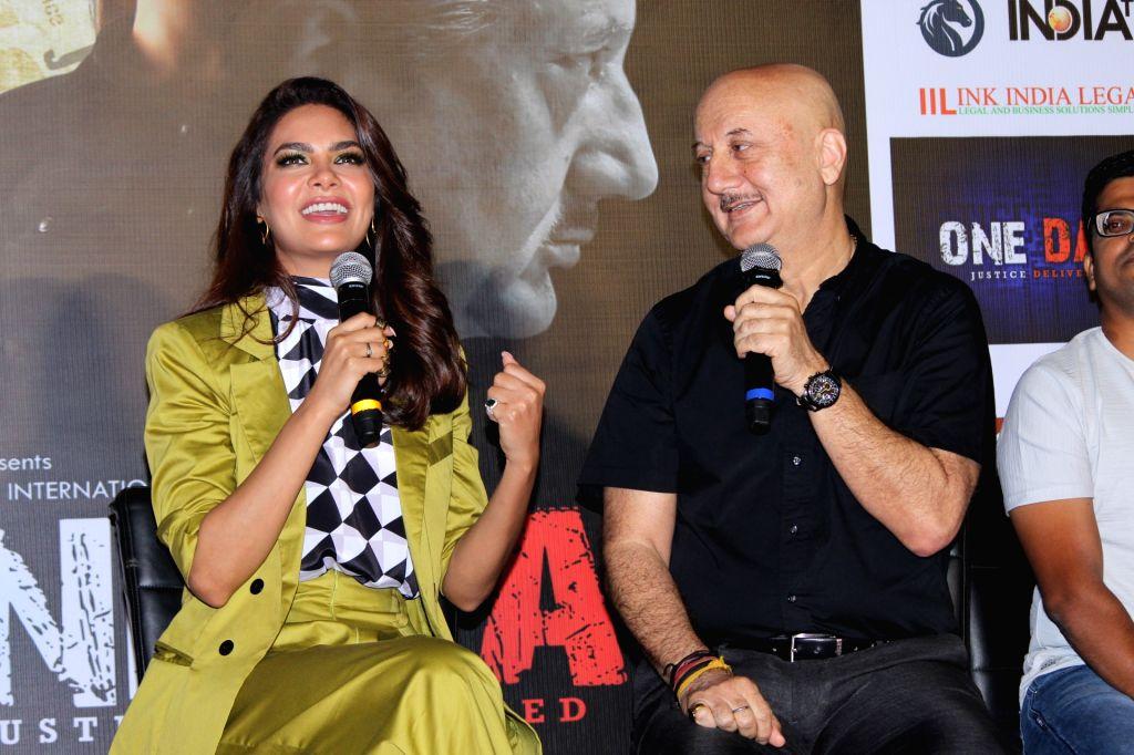 Actors Anupam Kher and Esha Gupta. (Photo: IANS) - Anupam Kher and Esha Gupta