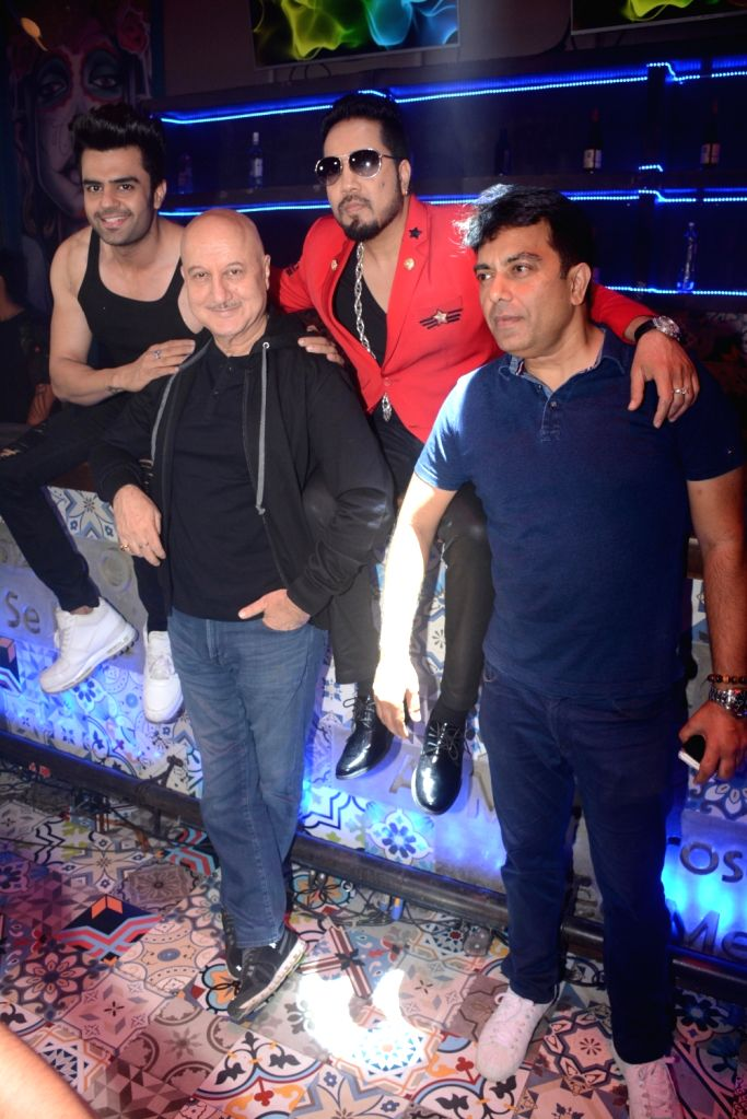 "Actors Anupam Kher, Maniesh Paul, singer Mika Singh and director Vishwas Pandya at the promotion of their upcoming film ""Baa Baaa Black Sheep"" in Mumbai on Feb 13, 2018. - Vishwas Pandya, Anupam Kher, Maniesh Paul and Mika Singh"