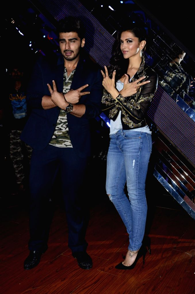 Actors Arjun Kapoor and Deepika Padukone during the promotion of film Finding Fanny on the sets of reality show Indias Raw Star in Mumbai on September 8, 2014. - Arjun Kapoor and Deepika Padukone