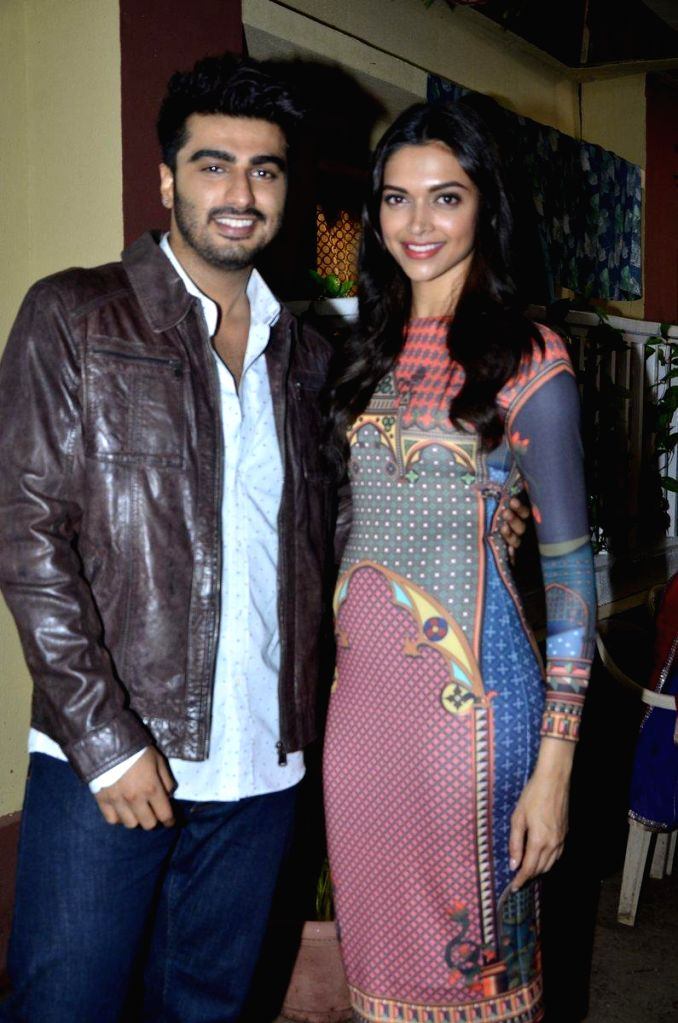 Actors Arjun Kapoor and Deepika Padukone during the promotion of film Finding Fanny on the sets of serial Yeh Hai Mohabbatein in Mumbai, on Sept 9, 2014. - Arjun Kapoor and Deepika Padukone