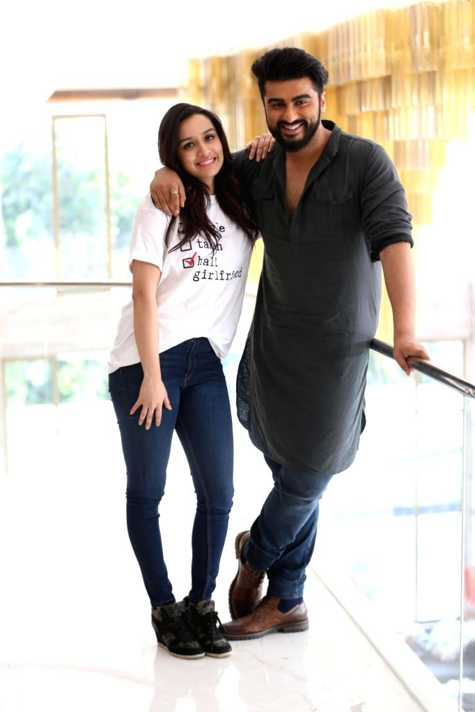 """Actors Arjun Kapoor and Shraddha Kapoor during promotions of their upcoming film """"Half Girlfriend"""" in Lucknow on May 16, 2017. - Arjun Kapoor and Shraddha Kapoor"""