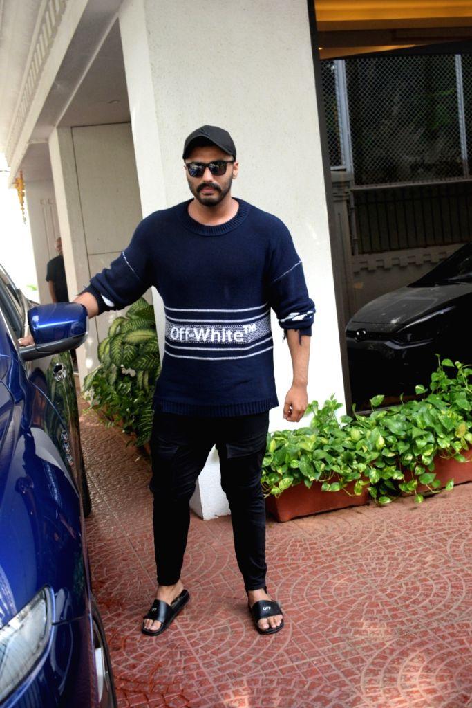 Actors Arjun Kapoor arrives at producer Anand Pandit's residence at Juhu, Mumbai on June 15, 2019. - Arjun Kapoor