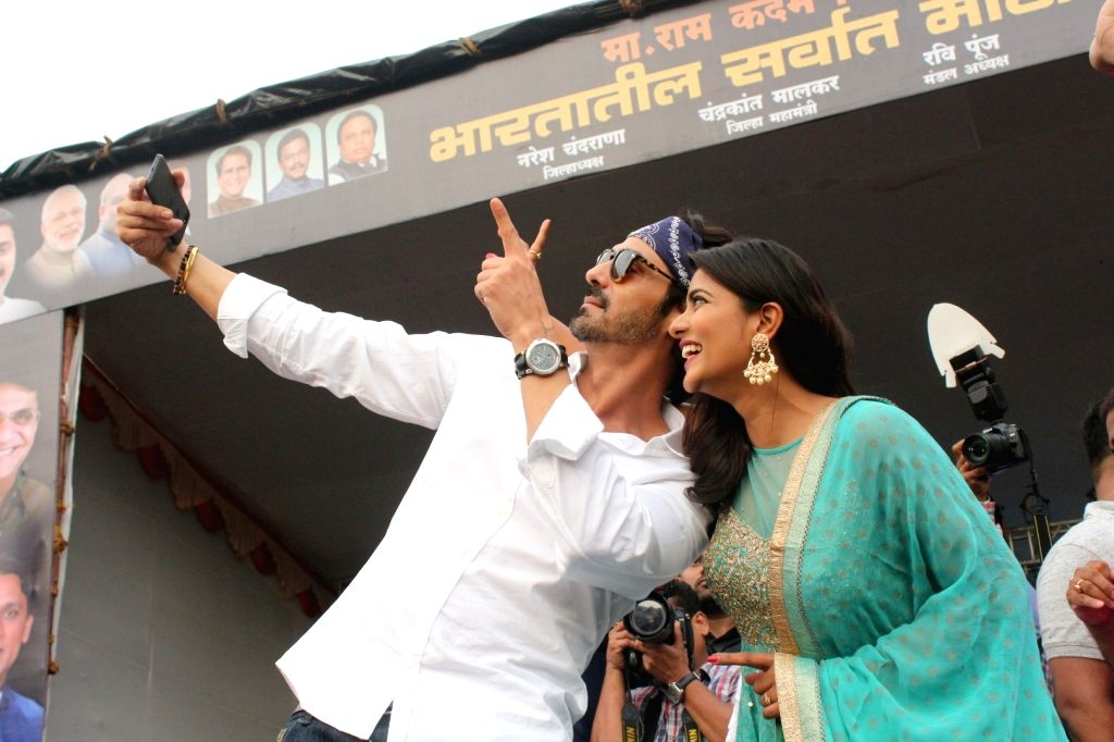 "Actors Arjun Rampal and Aishwarya Rajesh during the song launch of upcoming film ""Daddy"" in Mumbai on Aug 15, 2017. - Arjun Rampal and Aishwarya Rajesh"