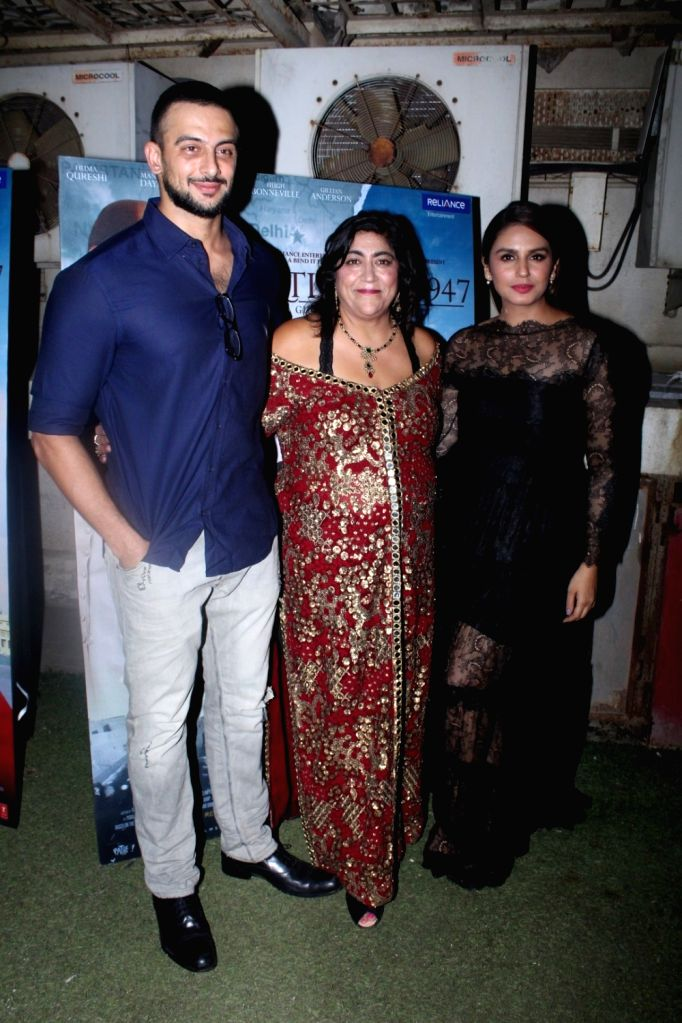 "Actors Arunoday Singh and Huma Qureshi along with Director Gurinder Chadha during the special screening of film ""Partition: 1947"" in Mumbai on Aug 17, 2017. - Arunoday Singh and Huma Qureshi"
