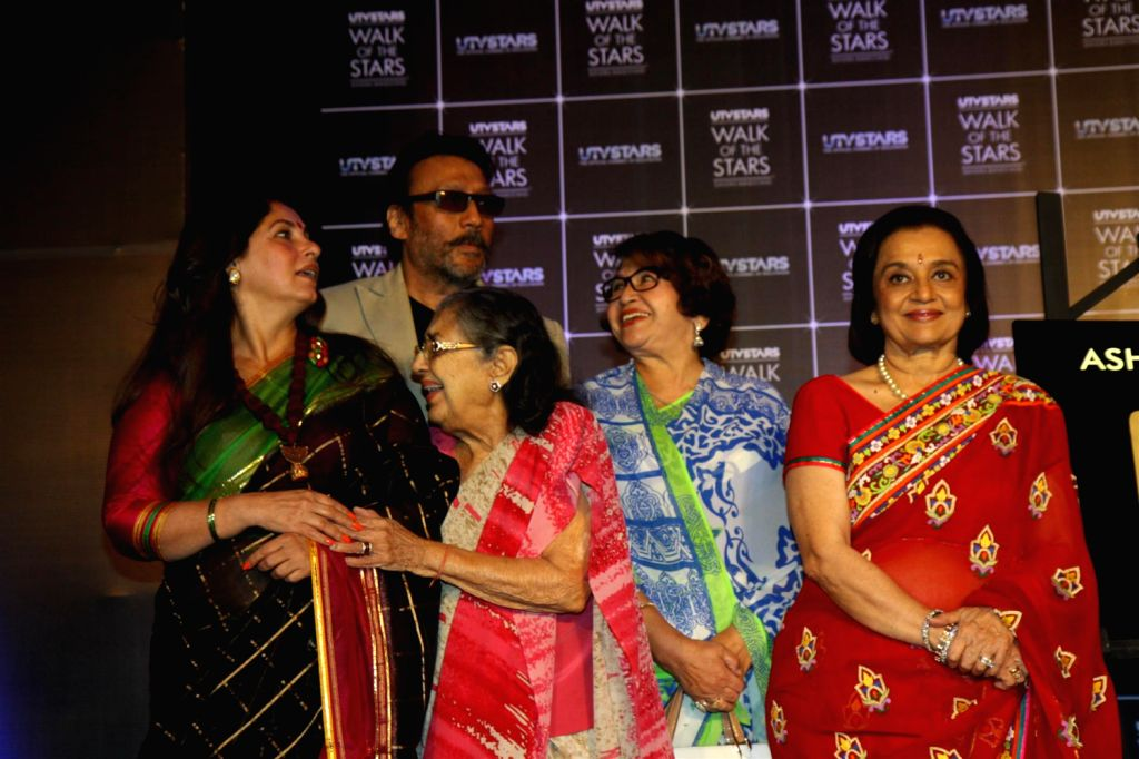 Actors Asha Parekh, Helen, Dimple Kapadia, Shammi, Jackie Shroff, Jeetendra and Waheeda Rehman during unveiling of hand impression of Veteran actress Asha Parekh as a tribute to her contribution to .. - Helen, Dimple Kapadia, Shammi, Jackie Shroff, Jeetendra and Waheeda Rehman