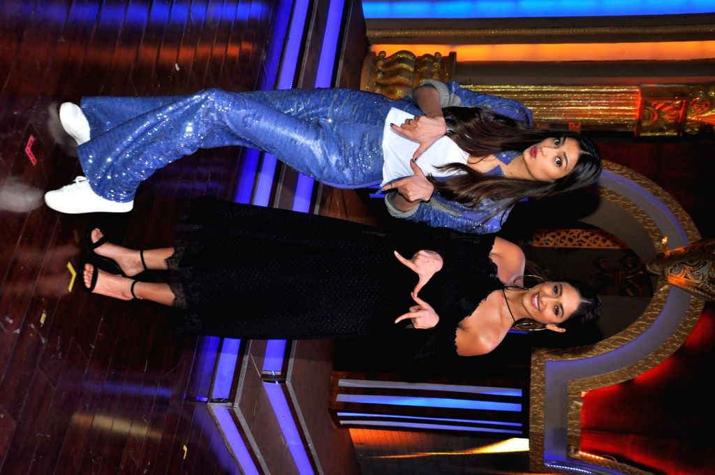 """Actors Athiya Shetty and Ileana D'Cruz during the promotion of upcoming film """"Mubarakan"""" on the sets of reality show Sabse Bada Kalakar in Mumbai, on June 29, 2017. - Athiya Shetty and Ileana D'Cruz"""