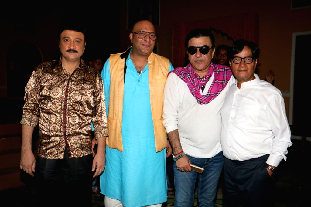"Actors Avinash Sahijawani, Amit Behl, Siddharth Nagar, Brijendra Kala during the on location shoot of film ""Dhappa"", in Mumbai on July 3, 2017. - Avinash Sahijawani, Amit Behl, Siddharth Nagar and Brijendra Kala"