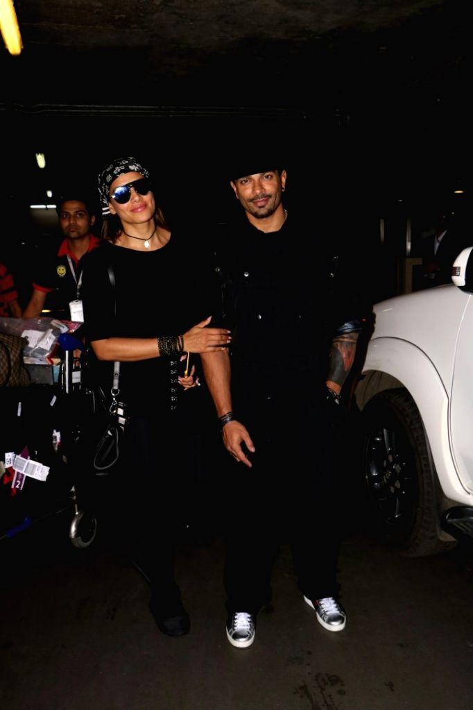 Actors Bipasha Basu and Karan Singh Grover spotted spotted at Chhatrapati Shivaji Maharaj International Airport in Mumbai on Aug 1, 2017. - Bipasha Basu and Karan Singh Grover