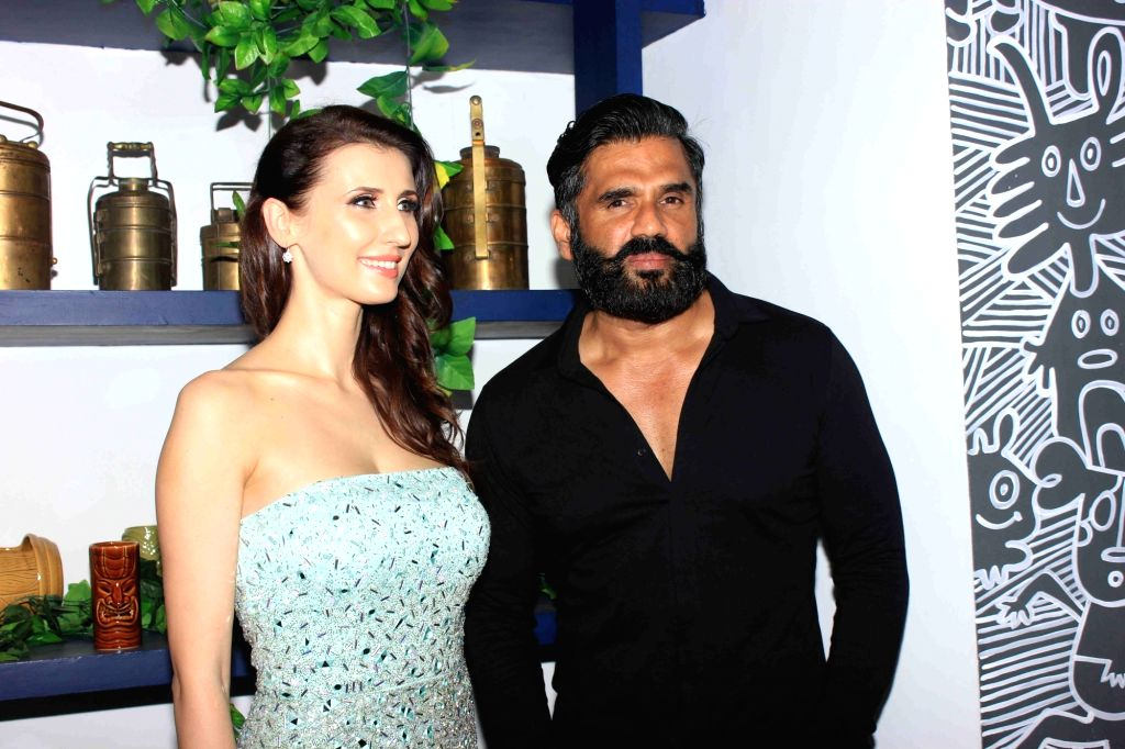Actors Claudia Ciesla and Sunil Shetty during the launch of her book on nutrition 'Keep Eating Keep Losing' in Mumbai on June 1, 2016. - Claudia Ciesla and Sunil Shetty