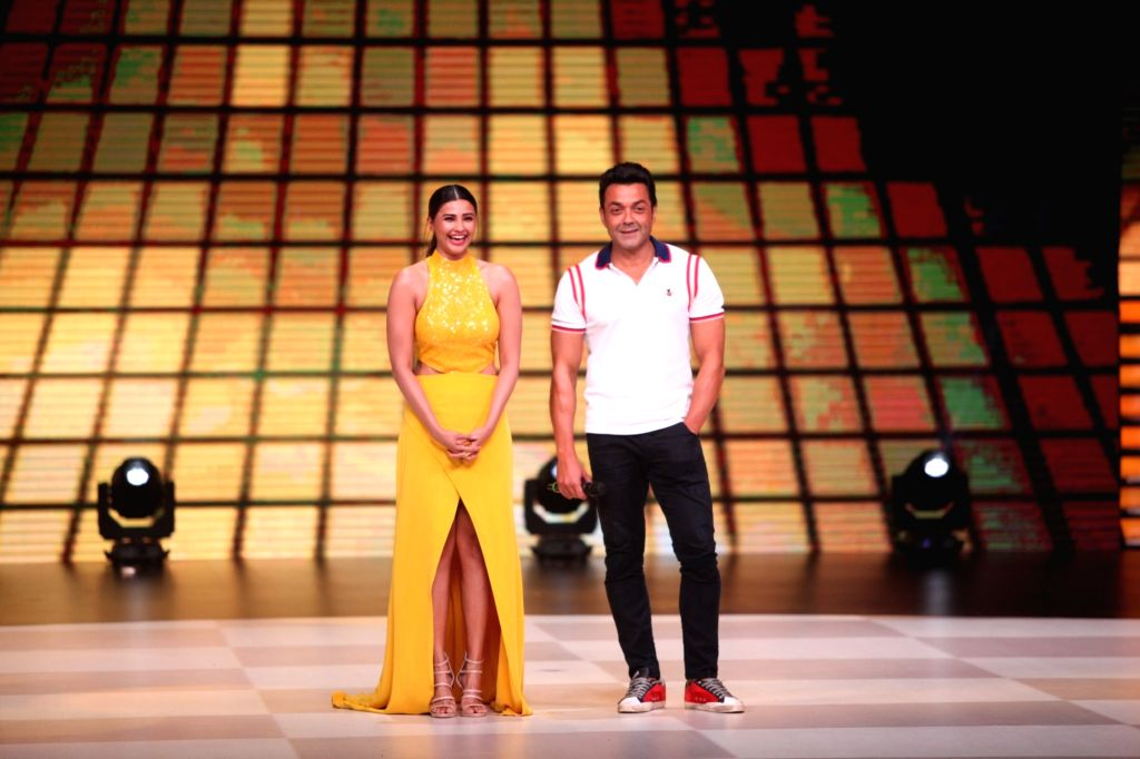 """Actors Daisy Shah and Bobby Deol on the sets of dance reality show """"Dance Deewane"""" in Mumbai's Juhu on May 20, 2018. - Daisy Shah and Bobby Deol"""