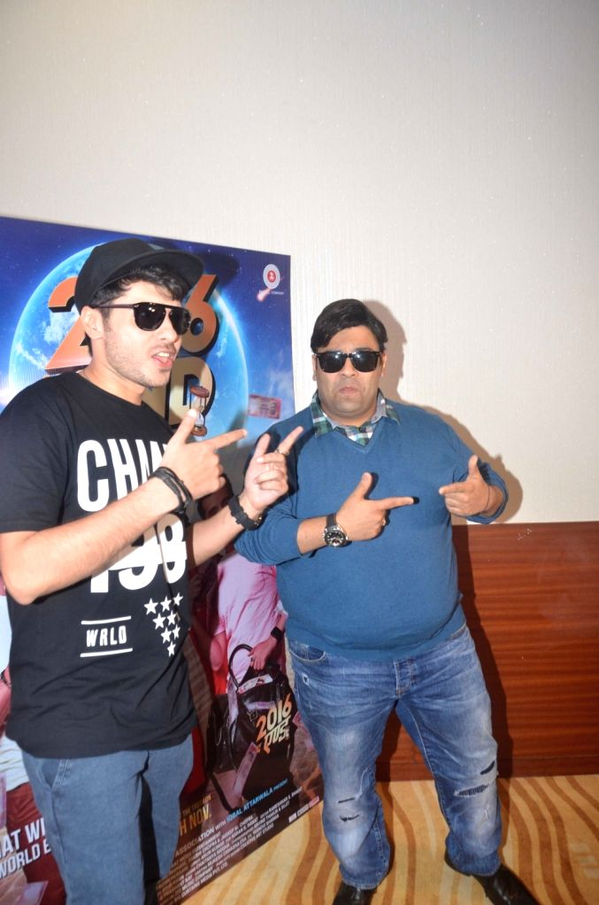 Actors Divyendu Sharma and Kiku Sharda during the trailer launch of film 2016 The End in Mumbai on Oct 6, 2016. - Divyendu Sharma and Kiku Sharda