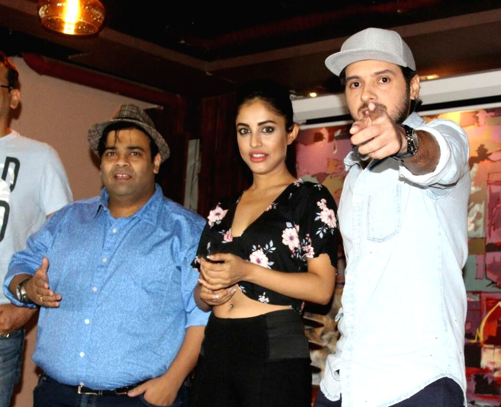 "Actors Divyendu Sharma, Priya Banerjee and Kiku Sharda along with Director Jaideep Chopra during the promotions of their upcoming film ""2016 The End"" in New Delhi on Sept 17, ... - Divyendu Sharma, Priya Banerjee, Kiku Sharda and Jaideep Chopra"