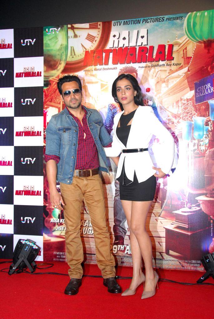 Actors Emraan Hashmi and Humaima Malick during the trailer launch of film Raja Natwarlal in Mumbai on July 18, 2014. - Emraan Hashmi and Humaima Malick