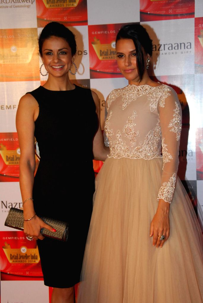 Actors Gul Panag and Neha Dhupia during the 10th Annual Gemfields and Nazraana Retail Jeweller India Awards 2014 in Mumbai on July 19, 2014. (Photo : IANS) - Gul Panag and Neha Dhupia