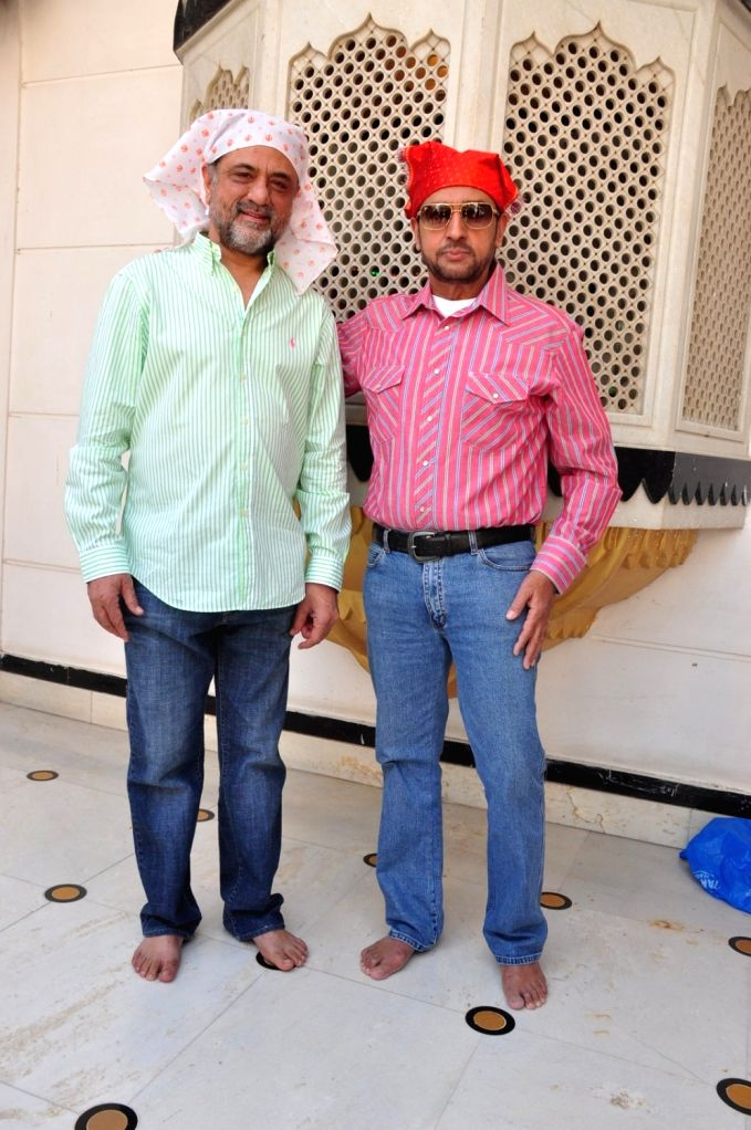 Actors Gulshan Grover and filmmaker Harry Baweja during the re-release of film Nanak Nam Jahaz Hai in colour format in Mumbai on Nov 18, 2015. - Gulshan Grover