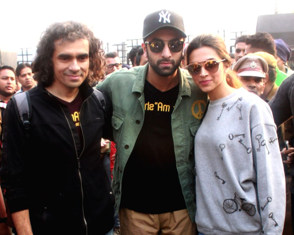 "Actors Imtiaz Ali ,Ranbir Kapoor and Deepika Padukone arrived at New Delhi railway station from Mumbai to promote their film ""Tamasha'',  on Nov 23,2015. - Imtiaz Ali, Ranbir Kapoor and Deepika Padukone"