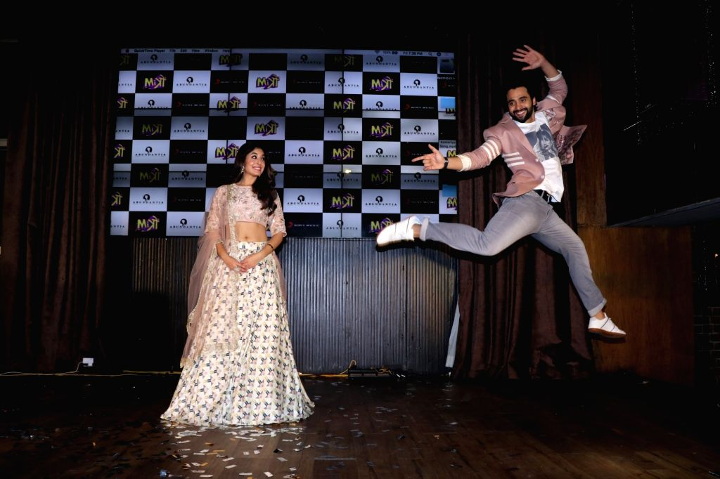 """Actors Jackky Bhagnani and Kritika Kamra at the music concert of their upcoming film """"Mitron"""" in Mumbai on Aug 31, 2018. - Jackky Bhagnani and Kritika Kamra"""