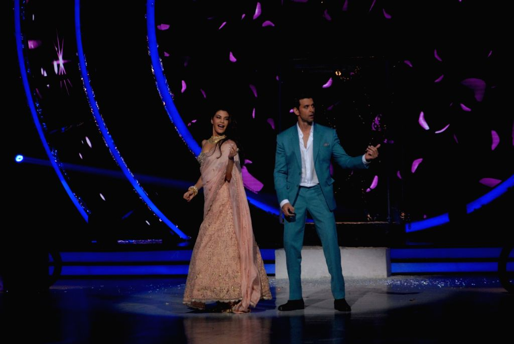 Actors Jacqueline Fernandez and Hrithik Roshan during the promotion of film Kaabil on the sets of Jhalak Dikhhla Jaa Season 9, in Mumbai on Oct 25, 2016. - Jacqueline Fernandez and Hrithik Roshan