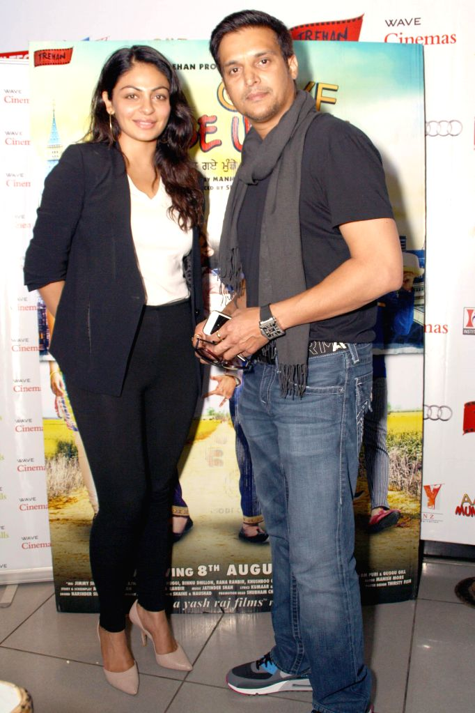 Actors Jimmy Shergill and Neeru Bajwa during the press meet of the their film ``Aa Gaye Munde UK De`` in Noida on August 2, 2014. - Jimmy Shergill and Neeru Bajwa