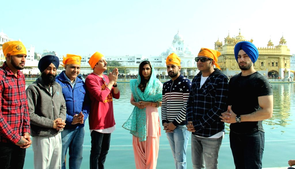 Actors Jimmy Shergill and Sargun Mehta along with the other starcast of the film 'Jindua' pay obeisance at the Golden Temple in Amritsar on March 14, 2017. - Jimmy Shergill and Sargun Mehta