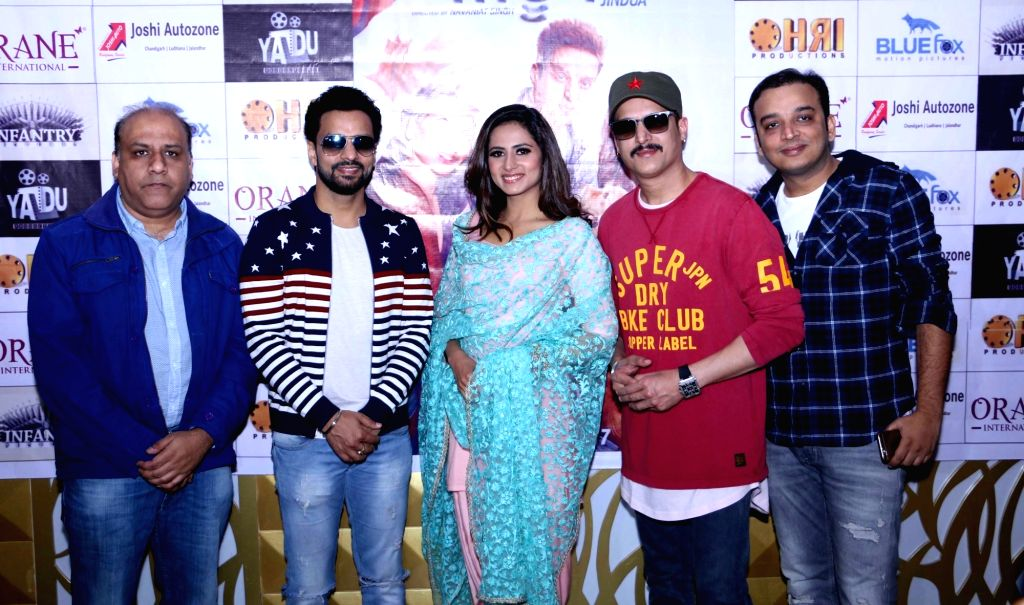 Actors Jimmy Shergill and Sargun Mehta during a press conference to promote their upcoming film 'Jindua' in Amritsar on March 14, 2017. - Jimmy Shergill and Sargun Mehta