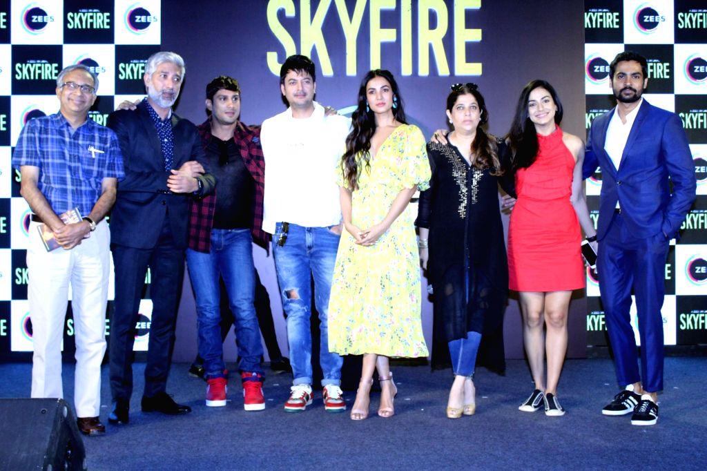 Actors Jisshu Sengupta, Sonal Chauhan, Jatin Goswami, Mala Salariya and Prateik Babbar during a press conference to promote his ZEE5's web series 'Skyfire' in Mumbai, on May 14, 2019. - Jisshu Sengupta, Sonal Chauhan, Jatin Goswami, Mala Salariya and Prateik Babbar