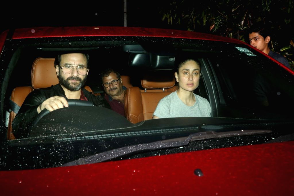 Actors Kareena Kapoor Khan and Saif Ali Khan reaches the residence of actor Shashi Kapoor in Mumbai on Dec 5, 2017. Veteran actor Shashi Kapoor passed away at a city hospital here on Dec 4  ... - Shashi Kapoor, Kareena Kapoor Khan and Saif Ali Khan