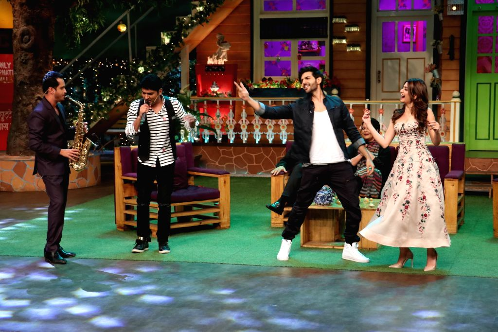 Actors Kartik Aaryan and Kriti Kharbanda during the promotion of film Guest in London on the sets of The Kapil Sharma Show in Mumbai, on June 23, 2017. - Kartik Aaryan and Kriti Kharbanda