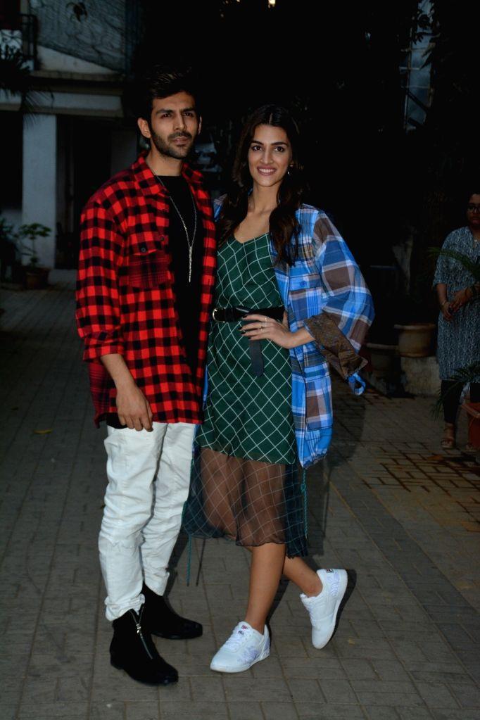 "Actors Kriti Sanon and Kartik Aaryan during a programme organised to to promote their upcoming film ""Luka Chuppi"" in Mumbai on Feb 19, 2019. - Kriti Sanon and Kartik Aaryan"