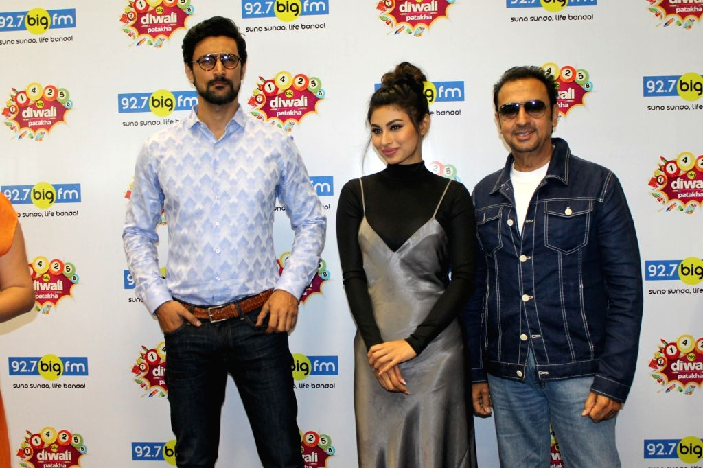 Actors Kunal Kapoor, Mouni Roy and Gulshan Grover during the promotion of upcoming 3D Animation film Mahayoddha Rama at 92.7 BIG FM in Mumbai on Oct 28, 2016. - Kunal Kapoor, Mouni Roy and Gulshan Grover