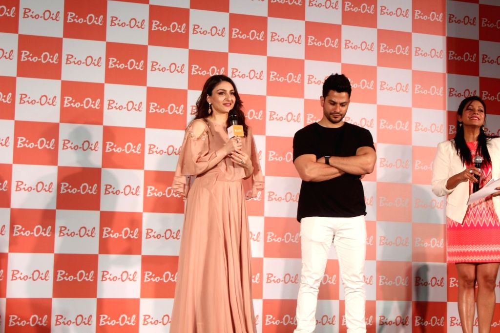 Actors Kunal Khemu and Soha Ali Khan during the Secret of Pregnanthood on Mothers Day Special in Mumbai on May 12, 2017. - Kunal Khemu and Soha Ali Khan